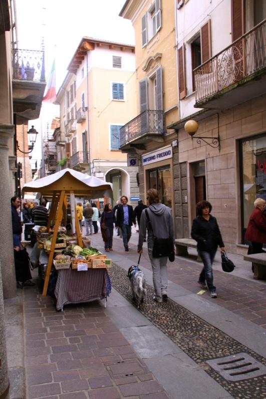 20131109Øyvind og Mia på marked i Nizza