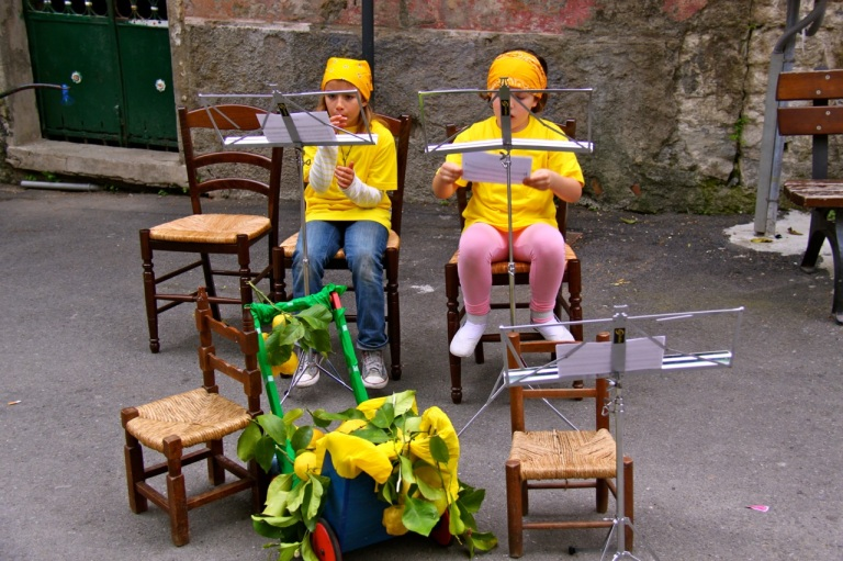 Girls taking a last practice. Photo Vivie Bjørnstad