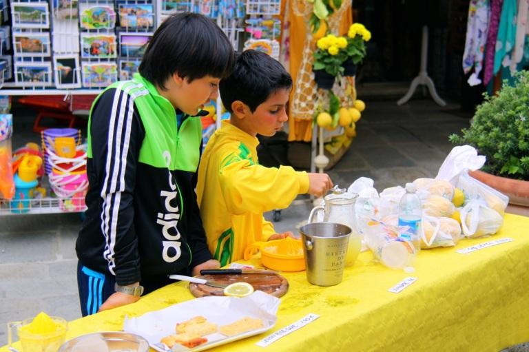 Boys preparing limonade. Photo Vivie Bjørnstad